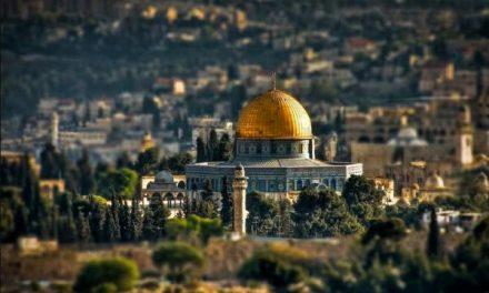 عمر بن الخطاب يتسلم بيت المقدس